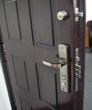Замена замков в металлических дверях