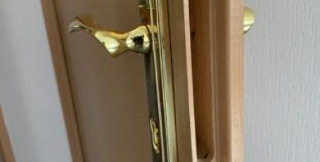 Ремонт и замена замков в деревянных дверях