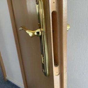 замена замков в деревянных дверях