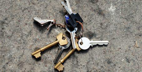 Потеряли ключи от квартиры. Что делать?